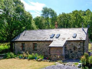BYTHYN DDOL HAFOD, woodburner, quaint countryside location, pet-friendly cottage near Betws-y-Coed, Ref. 28566 - Gwynedd- Snowdonia vacation rentals