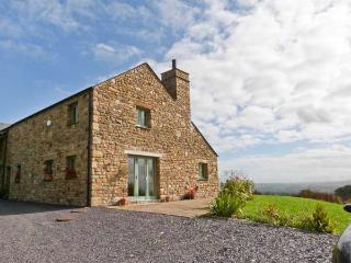 COTTAM HOUSE COTTAGE, woodburning stove, ground floor wet room, super king-size beds, garden with furniture, wonderful views, ne - Clitheroe vacation rentals