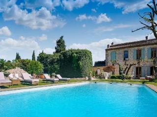 Aristocratic Mansion La Belle de Tarascon with Pool, Hot Tub & Gorgeous Gardens - Saint-Clar vacation rentals