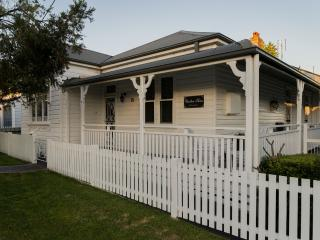 Charlton House B&B -  Wallsend, Newcastle, NSW - Cams Wharf vacation rentals
