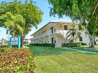 Perfectly located condo, a short walk from beach and restaurants - Marco Island vacation rentals