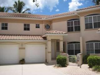 SW4-105 Spanish Wells Country Club - Beautiful and Tastefully Decorated 1st floor Condo! - Bonita Springs vacation rentals