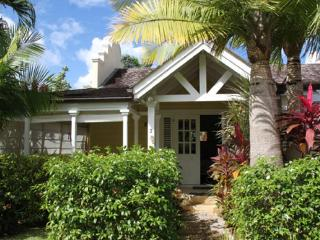Barbados 166 is located just 100 metres from a lovely beach. With its 4 bedrooms, it is big enough for all of the family - Porters vacation rentals