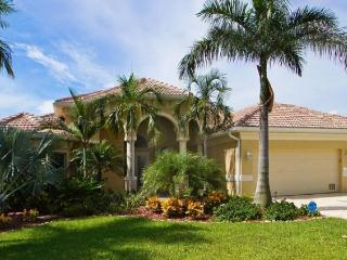 Fabulous waterfront villa-Electric/solar pool-Situated on canal-Gulf access-4 bedrooms-Pet friendly - Cape Coral vacation rentals