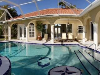 This is an amazing luxury Cape Coral villa with 3 stunning bedrooms 2 of which have there own beautiful en-suite bathrooms. - Cape Coral vacation rentals