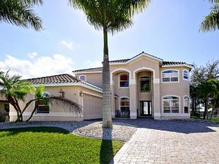 Expansive 4 bedroom luxury villa-Elegant furnishings-Tiki Hut-Salt water pool & spa-Boat access - Cape Coral vacation rentals