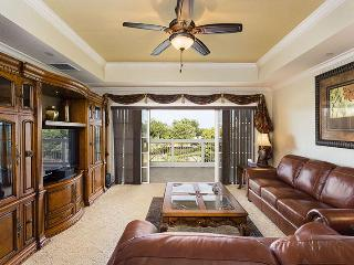 Wonderful 2nd floor condo- Ideal for families- 3 bedrooms- Beautifully furnished- Communal pool - Reunion vacation rentals