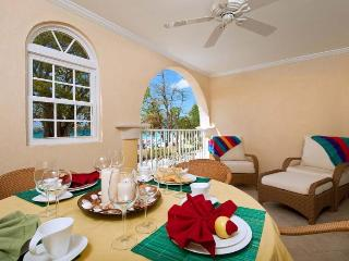 Classic 2 bedroom apartment located along the stretch of Dover Beach, beautiful views and nightlife nearby - Dover vacation rentals