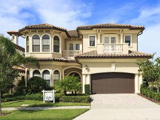 Beautiful Custom 4 bedrooms, games room, pool and spectacular views of the golf course - Disney vacation rentals