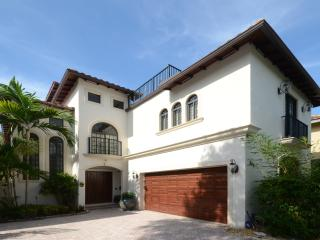 5 BR luxury estate w/ private pool near Las Olas - Fort Lauderdale vacation rentals
