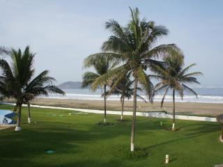 1800sf Beachfront villa Playa Blanca Zihuatanejo - Zihuatanejo vacation rentals
