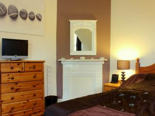 Large Town House, near the harbour. Parking / Wifi - Brixham vacation rentals