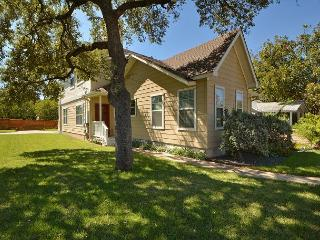 3BR/3BA Stylish, Upscale, South of Downtown Austin House, Sleeps 8 - Del Valle vacation rentals