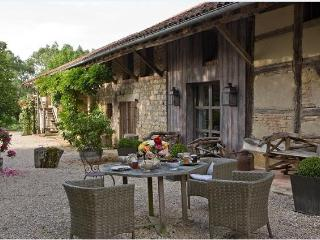 Urban chic and serenity in the countryside of Southern Burgundy - Frontenaud vacation rentals
