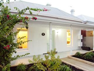 KOOKABURRA COTTAGE - Inglewood vacation rentals