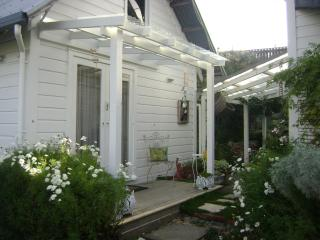 210HILLSIDE COTTAGE NELSON NEW ZEALAND - Nelson vacation rentals