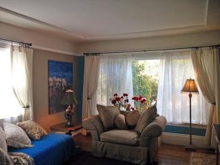 Sunny neighborhood, comfortable apartment - Burlingame vacation rentals