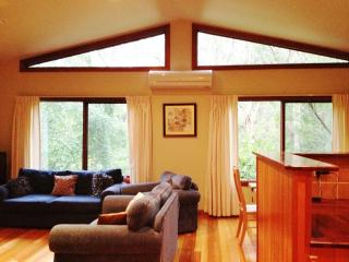 Three bedroom luxury home in Leura, ... Sleeps 8 - Leura vacation rentals