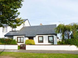 NORTH WEST BUNGALOW, semi-detached, open fire, pet-friendly, off road parking, in Ballina, Ref 912870 - County Mayo vacation rentals