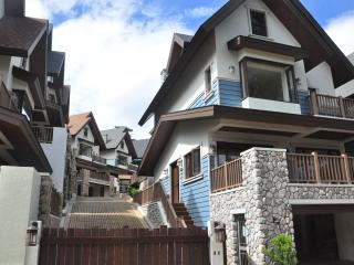 2 English cottages near Country Club and John Hay - Baguio vacation rentals