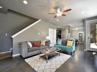 5BR/2.5BA Central Austin, Modern, Stylish House, Sleeps 11 - Austin vacation rentals