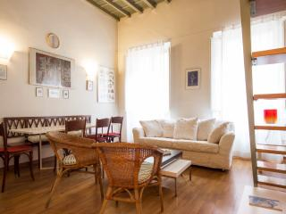 Cozy 3 Bedroom Apartment by the Duomo - Florence vacation rentals