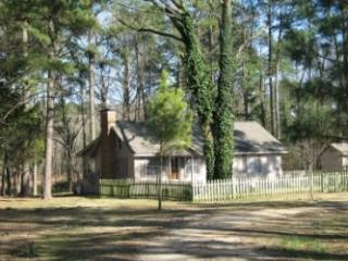 Pine Grove Cottage - Romantic Getaway on Private Lake - Pittsburg vacation rentals