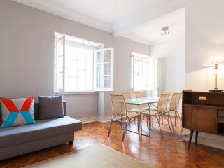 Cozy 3 Bedrooms Lisbon Apartment Up To 13 Guests - Lisbon vacation rentals