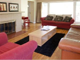 Modern Home Minutes to Downtown Vancouver - Burnaby vacation rentals