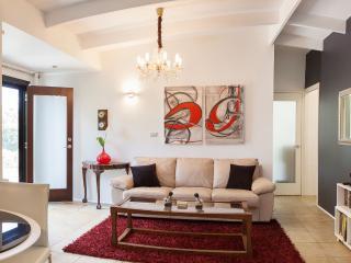 Elegant Village Setting Garden Apartment - Cairns vacation rentals