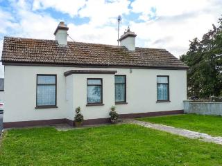 DARBYS COTTAGE, detached, single-storey, multi-fuel stove, near Shrule and Ballinrobe, Ref 916226 - Maam Cross vacation rentals