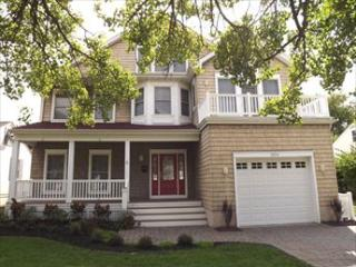 6 BEDROOM CLOSE TO BEACH AND TOWN 123803 - Jersey Shore vacation rentals