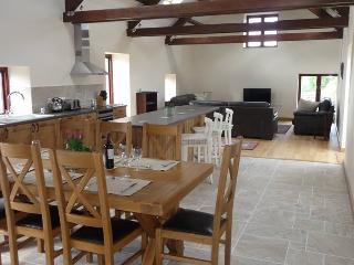 Ty Chwarel, Luxury Barn Conversion, Retreat2Wales - Llangynin vacation rentals