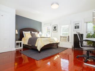 Modern 2 Bedroom Private Apt - Sleeps 5 - Brooklyn vacation rentals