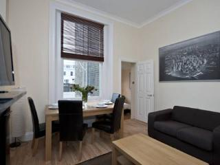 Budget Kensington 1 Bedroom Apartment for Families - London vacation rentals