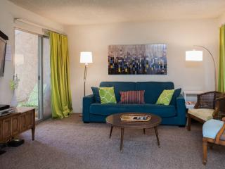 Relaxing 1BR Condo, Walk to Old Town Scottsdale! - Scottsdale vacation rentals