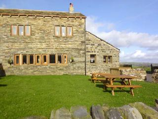 UPPER PEAKS COTTAGE, detached, 17th century, woodburner, character features, near Slaithwaite and Marsden, Ref 915369 - Yorkshire vacation rentals
