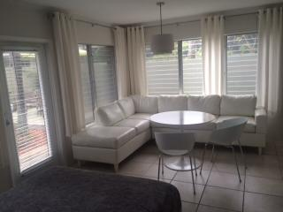 Garden Studio steps to Wilton Drive - Fort Lauderdale vacation rentals