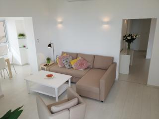 S U N N Y ✺ 2BR Seaside, 30sec from Gordon Beach - Israel vacation rentals