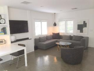 West Hollywood Adorable Modern 1-bedroom Cottage with Garden  (3400) - West Hollywood vacation rentals