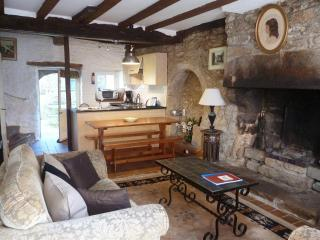 Charming 2 bedroom cottage - B002 - Combourg vacation rentals