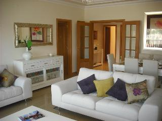 2 Bedroom Apartment for 6 in a Resort with Pools, Tennis Corts, Golf near the Beach - QUINTA DO LAGO - Quinta do Lago vacation rentals