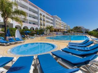 1 Bedroom Apartment in 4 Star Aparthotel, 5 Minute Walk From the Beach – ALBUFEIRA - REF. PAL149493 - Albufeira vacation rentals