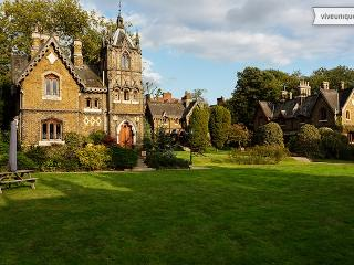 Gloriously Gothic, 2 bed house, Holly Village, Highgate - London vacation rentals