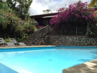 Blue Villa, charmante villa avec piscine, Ste Anne - Port-Louis vacation rentals