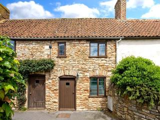 LITTLE BROOK, feature beams, inglenook fireplace, enclosed courtyard with furniture, good touring base, in Coxley, Ref 18049 - Wells vacation rentals