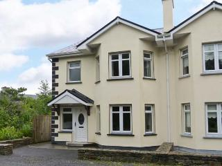 CÚLÁNN, en-suites throughout, fantastic location, off road parking, semi-detached cottage in Clifden, Ref. 914573 - County Galway vacation rentals