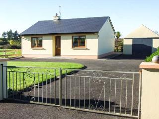 MULLAGH COTTAGE, detached, all ground floor, electric fire, WiFi, patio with furniture, good touring base, near Mullagh, Ref 917 - Milltown Malbay vacation rentals