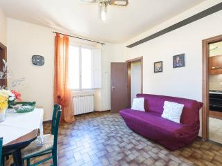 Nice quiet Apartment for 5 people in San Lorenzo!! - Florence vacation rentals