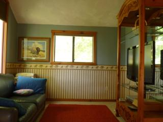 Cozy Cottage Nestled Close to Town and Mountains - Belgrade vacation rentals